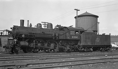 2018.008.CNW.S.0072--bruce meyer PC neg--C&NW--steam locomotive 4-4-2 D 1316 at 40th Street--Chicago IL--1950 0507