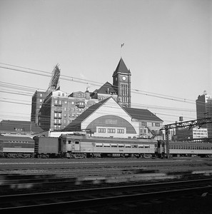 2018.008.CSSSB.I.016--bruce meyer 120 neg--CSS&SB--electric interurban southbound passenger train passing ICRR Central Station at 12th Street scene--Chicago IL--1958 0626