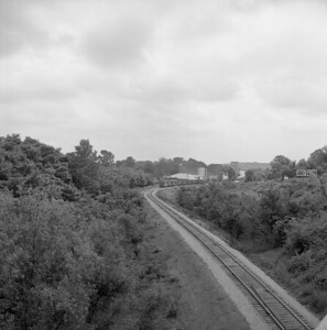 2018.008.CIM.F.076--bruce meyer 120 neg--C&IM--diesel freight train northbound approaching in distance--Petersburg IL--1959 0610