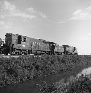 2018.008.CIM.F.061--bruce meyer 120 neg--C&IM--diesel freight train--south of Pekin IL--1959 0529
