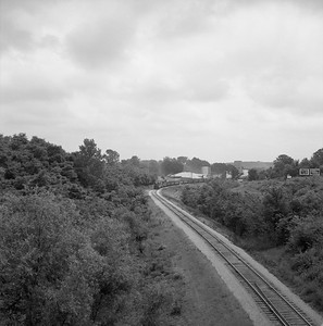 2018.008.CIM.F.075--bruce meyer 120 neg--C&IM--diesel freight train northbound approaching in distance--Petersburg IL--1959 0610
