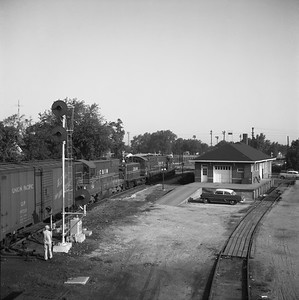 2018.008.CIM.F.109--bruce meyer 120 neg--C&IM--diesel freight train northbound--Springfield IL--1959 0822