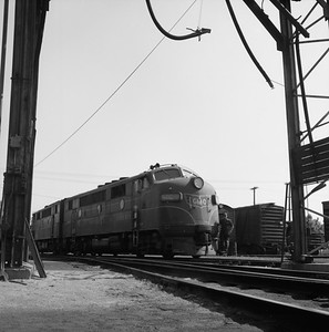 2018.008.GMO.D.043--bruce meyer 120 neg--GM&O--EMD diesel locomotive 802B--Bloomington IL--1958 0525