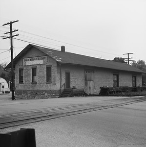 2018.008.GMO.Z.719--bruce meyer 120 neg--GM&O--freighthouse--Lincoln IL--1980 0615
