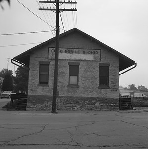 2018.008.GMO.Z.723--bruce meyer 120 neg--GM&O--freighthouse--Lincoln IL--1980 0615