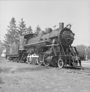 2018.008.GBW.S.221--bruce meyer 120 neg--GB&W--steam locomotive 2-8-0 49 on display detail at museum--North Freedom WI--1988 0529