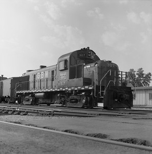 2018.008.GBW.D.070--bruce meyer 120 neg--GB&W--ALCO diesel locomotive 307 switching in yard scene--Green Bay WI--1986 0604