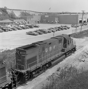 2018.008.GBW.D.125--bruce meyer 120 neg--GB&W--ALCO diesel locomotive 323 view from above--Kewaunee WI--1986 0604