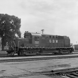 2018.008.GBW.D.027--bruce meyer 120 neg--GB&W--ALCO diesel locomotive 309--Green Bay WI--1985 0526