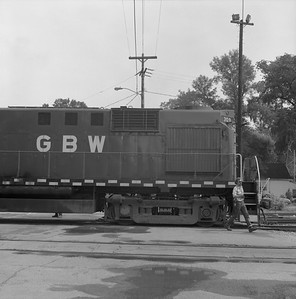2018.008.GBW.D.025--bruce meyer 120 neg--GB&W--ALCO diesel locomotive 309 detail--Green Bay WI--1985 0526