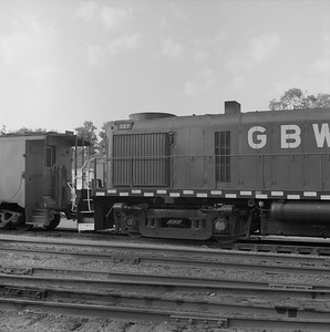 2018.008.GBW.D.066--bruce meyer 120 neg--GB&W--ALCO diesel locomotive 307 switching in yard detail--Green Bay WI--1986 0604
