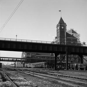 2018.008.IC.PD.01983--bruce meyer 120 neg--ICRR--passenger train City of New Orleans at 12th Street station scene--Chicago IL--1958 0626