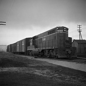2018.008.IC.FD.0818--bruce meyer 120 neg--ICRR--EMD diesel locomotive 9189 switching freight cars--Bloomington IL--1957 0227