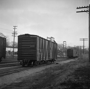2018.008.IC.FD.0819--bruce meyer 120 neg--ICRR--boxcar switching in yard scene--Bloomington IL--1957 0227