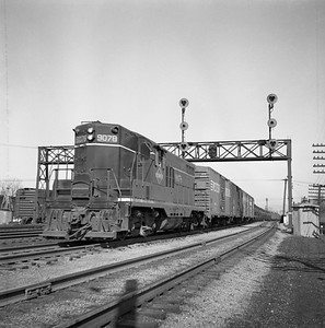 2018.008.IC.FD.0386--bruce meyer 120 neg--ICRR--EMD diesel locomotive 9078 on extra southbound freight train--Champaign IL--1956 0218