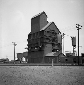 2018.008.IC.Z.0009--bruce meyer 120 neg--ICRR--coal chute and sand tower--Champaign IL--1954 0000