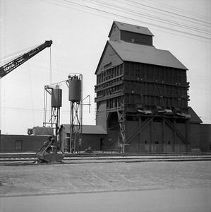 2018.008.IC.Z.0017--bruce meyer 120 neg--ICRR--coal chute and sand tower--Champaign IL--1954 0000
