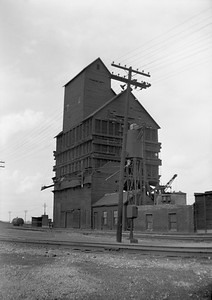2018.008.IC.Z.0430--bruce meyer 120 neg--ICRR--coal chute and sand tower--Champaign IL--1956 0520