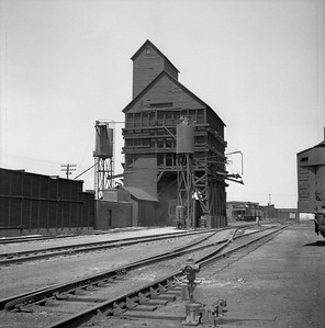 2018.008.IC.Z.0016--bruce meyer 120 neg--ICRR--coal chute and sand tower--Champaign IL--1954 0000
