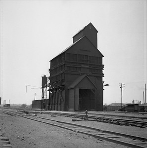 2018.008.IC.Z.0015--bruce meyer 120 neg--ICRR--coal chute and sand tower--Champaign IL--1954 0000