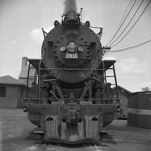 2018.008.IC.S.1187--bruce meyer 120 neg--ICRR--steam locomotive 2-10-2 2816 front view--Central City KY--1957 0716