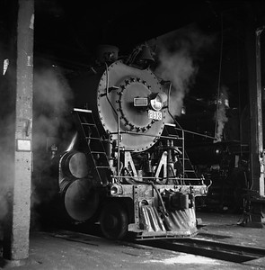2018.008.IC.S.0700--bruce meyer 120 neg--ICRR--steam locomotive 2-10-2 2813 inside roundhouse--Paducah KY--1957 0202