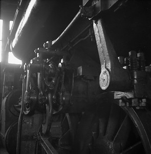 2018.008.IC.S.0548--bruce meyer 120 neg--ICRR--steam locomotive 2-8-2 1691 detail inside roundhouse--Champaign IL--1956 0912