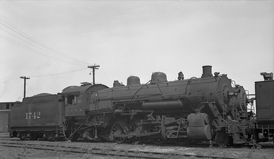 2018.008.IC.S.3372--bruce meyer 116 neg--ICRR--steam locomotive 2-8-2 1742--Carbondale IL--1954 0529