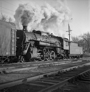 2018.008.IC.S.0307--bruce meyer 120 neg--ICRR--steam locomotive 2-8-2 2125 switching action--Bloomington IL--1955 1123