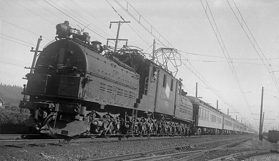 2018.008.MIL.0066--bruce meyer 120 neg--CMStP&P--electricl locomotive E-2 on 15-car passenger train westbound--Auburn WA--1942 0621