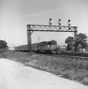 2018.008.MIL.0028--bruce meyer 120 neg--CMStP&P--EMD diesel locomotive on eastbound commuter passenger train--Franklin Park IL--1958 0809