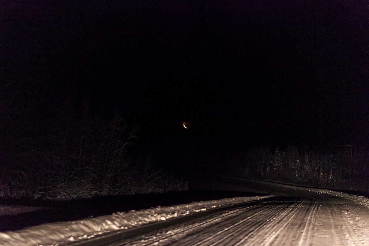 IMAGE: https://photos.smugmug.com/Bruce/Dawson-City-YT/i-7NGKW9m/0/X2/cold%20moon-X2.jpg