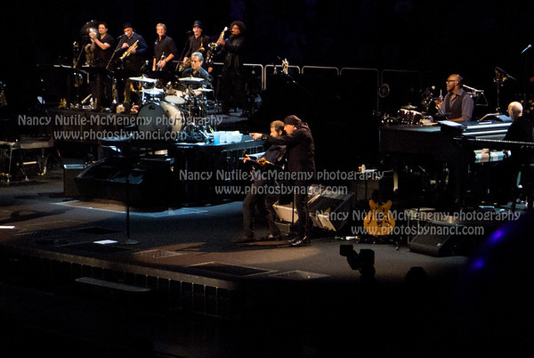 Bruce Springsteen and the E Street Band XL Center, Hartford CT October 25, 2012 Copyright ©2012 Nancy Nutile-McMenemy www.photosbynanci.com More images: http://www.photosbynanci.com/brucespringsteen.html Videos: http://www.youtube.com/user/nnmvt?feature=mhee