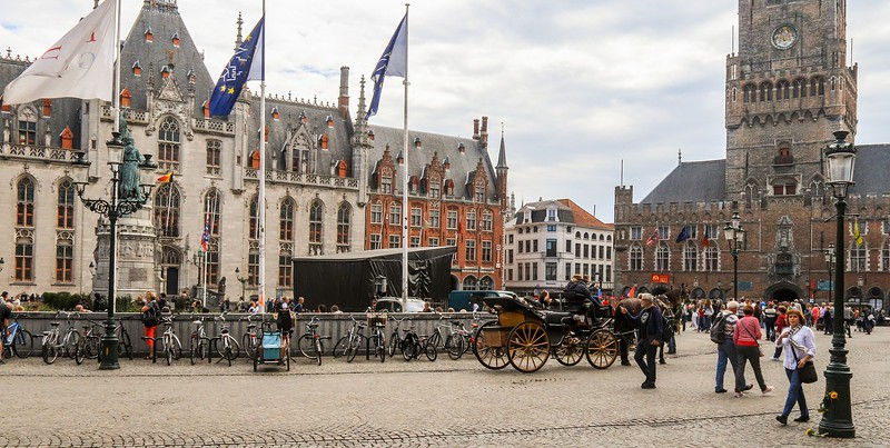 Bruges was important as a crossroads of water and land trade routes. As early as 1089 it was already the county seat of government.
