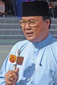 Ein Reporter des bruneiischen Fernsehens