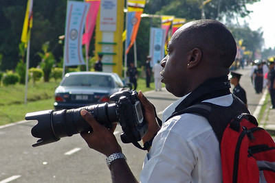 Chris, ein Kollege aus Miri. Er ist Nigerianer und spricht perfekt Malai.  So eine Kamera hätte ich auch gerne...