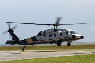 Im dritten Helikopter kommt der Sultan. Die letzten 500 Meter legt er mit seinem Rolls-Royce zurück.