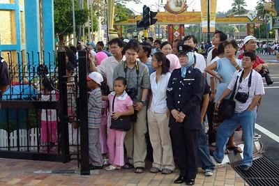 Das Tor zum Padang wird für den Sultan und seine Familie geöffnet.
