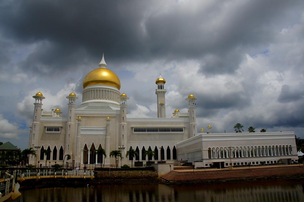 The imposing yet impressive Sultan Omar Ali Saifuddin Mosque - Bandar Seri Begawan, Brunei.  To view the rest of my travel gallery from Bandar Seri Begawan, Brunei on the photo.