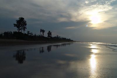Am Strand in Panaga. Hier baden und Segeln wir viel.