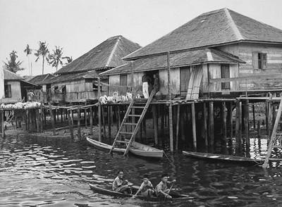 Die Wasserstadt Kampong Ayer vor vielen Jahren.