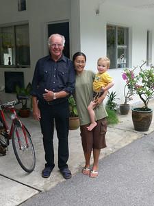 Opa beim Abschied mit Wati und Richard.