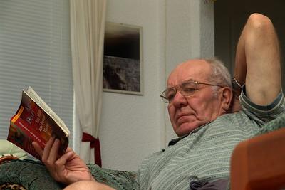 Opa hat seid langem nicht mehr so viel gelesen wie bei uns in Brunei. Er hatte halt viel Zeit. War ihm etwa langweilig?