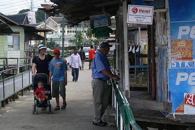 Shops im Kampong Ayer.