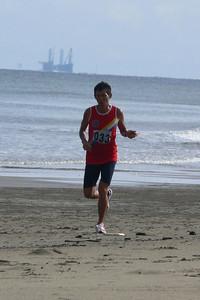 Die Laufstrecke war am Strand mit den Plattformen im Hintergrund.