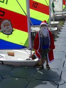 Am Samstag war wieder Optimisten Segeln. Dieses Mal waren sowohl Boote als auch Segler weihnachtlich geschmückt.