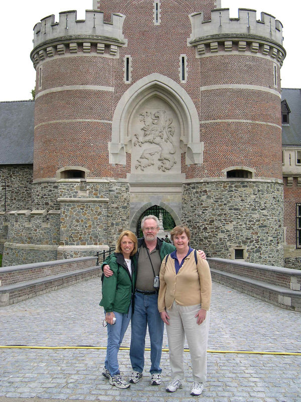 Doreen, Dan and Susan outside the entrance to Gasbeek Castle in August 2005.