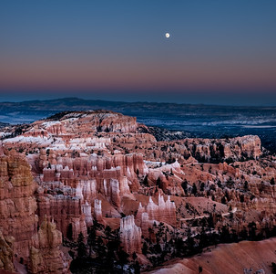 Moonrise over Bryce