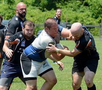 Justin Zadnik (2) fights through Black Fox defense.