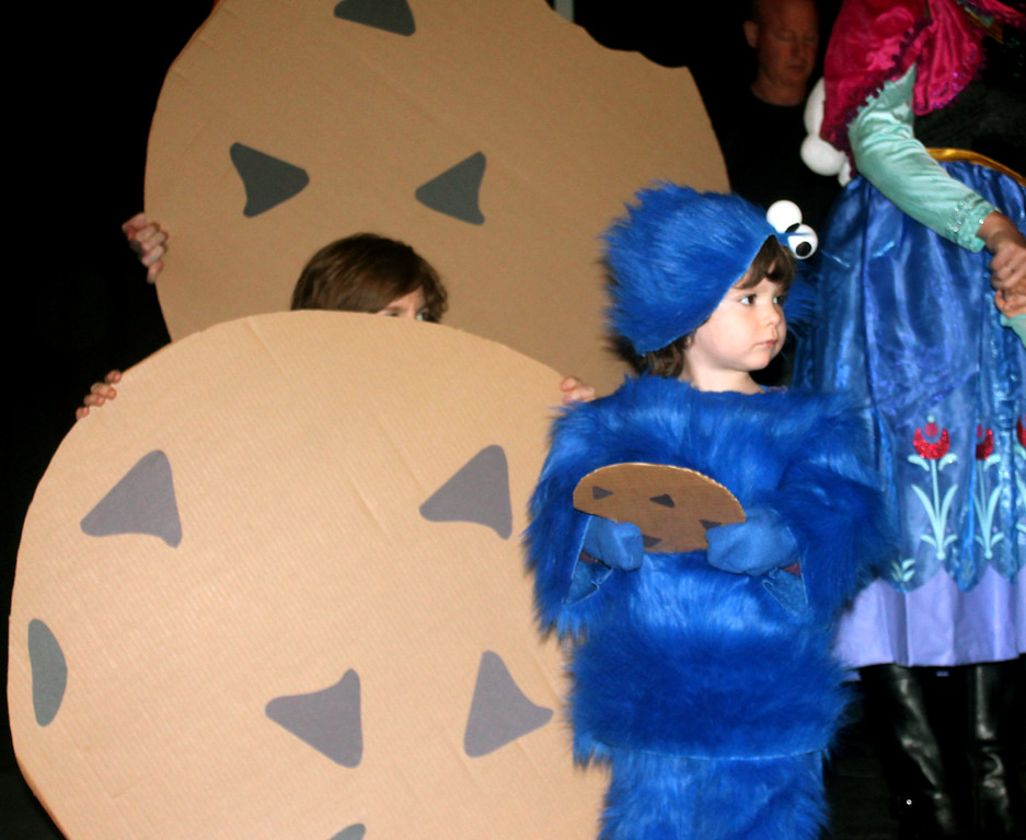 . Kosi, Chris and Michael Todd won third prize in the Halloween Humor category for Cookie Monster & Cookies.
